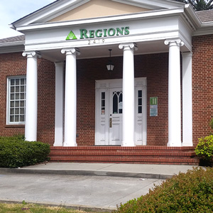 Regions Bank Cheshire Bridge Rd en Atlanta