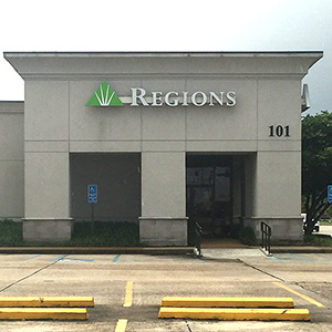 Regions Bank Wall Blvd in Gretna