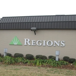 Regions Bank 576 E William David Dr Metairie in Metairie
