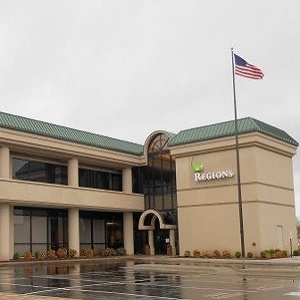 Regions Bank Glenstone in Springfield