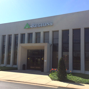 Regions Bank Creve Coeur East in Creve Coeur