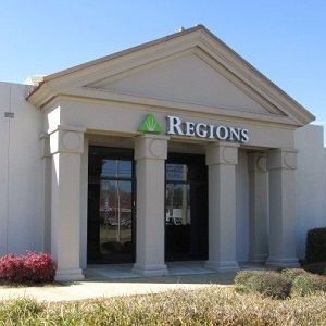 Regions Bank Meadowbrook 4229 N State St in Jackson