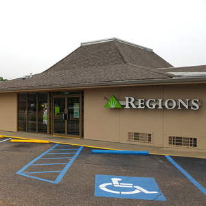 Regions Bank Clinton Plaza in Clinton