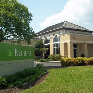 Regions Bank Mallory Lane in Brentwood