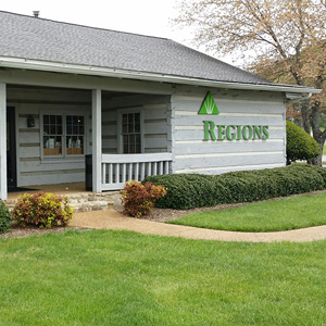 Regions Bank Collegedale in Ooltewah
