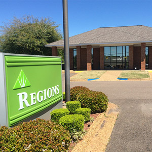 Regions Bank Summerhill Rd in Texarkana