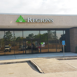 Regions Bank Pearland Broadway in Pearland
