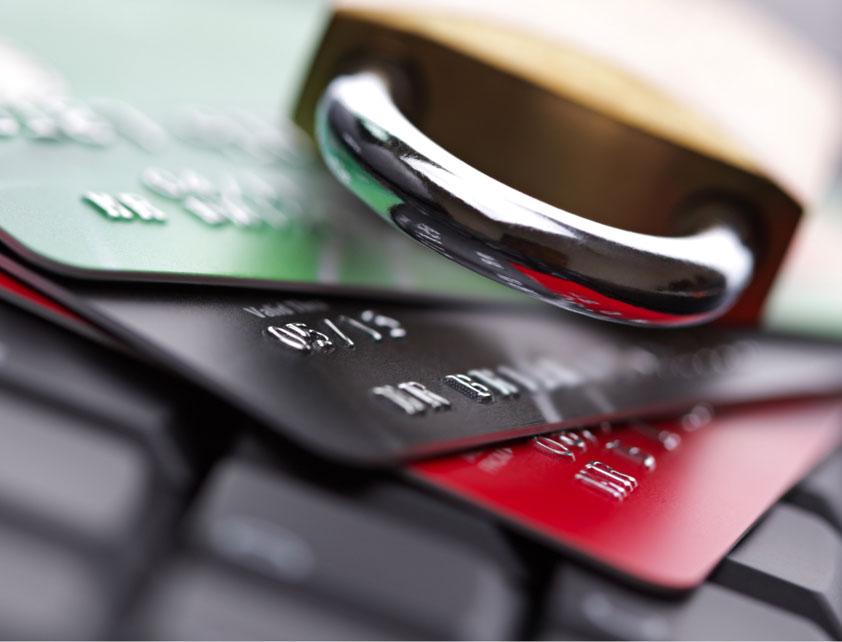 Candado sobre tarjetas de crédito