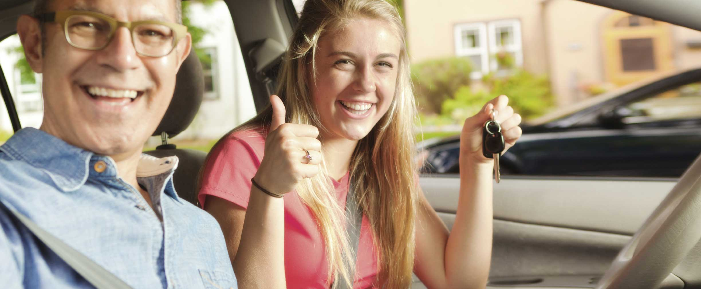 asegurar a un conductor adolescente