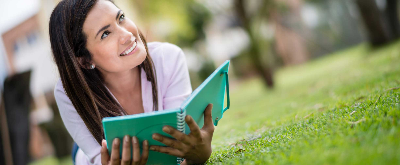 asignaciones mensuales para estudiantes universitarios