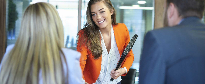 Consejos sobre la creación de contactos para profesionales jóvenes ...
