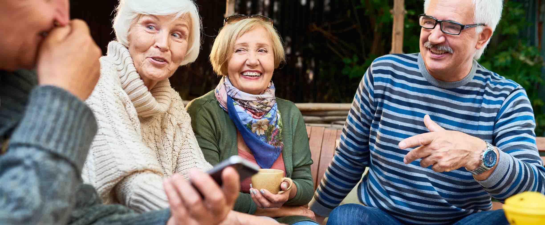 grupo de jubilados y jubiladas