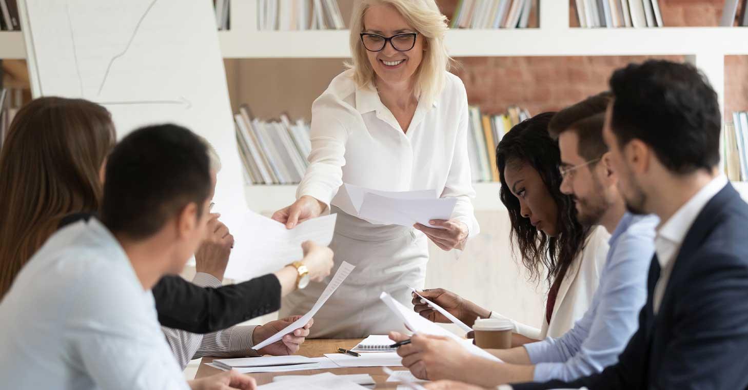 Invierta en un programa de bienestar financiero para sus empleados