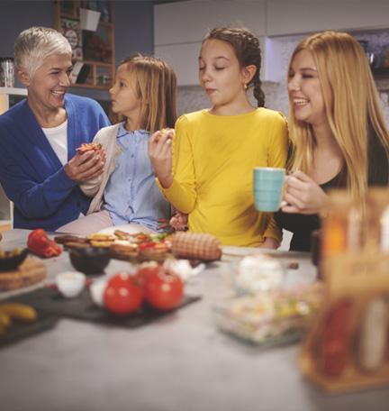 Cuidar de padres ancianos y criar a una familia